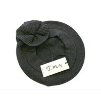 Italmaglia basco in maglia rasata con bordo tubolare e rosa applica in  maglia inglese - 100 fa1785536270