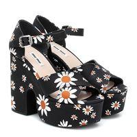 Miu Miu sandali a stampa con plateau
