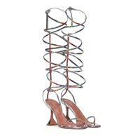 Amina Muaddi x awge - sandali in pelle metallizzata con cristalli